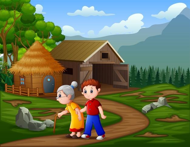 Un uomo con sua nonna cammina davanti a un ranch di bestiame