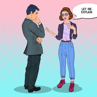 Uomo e donna che hanno una conversazione