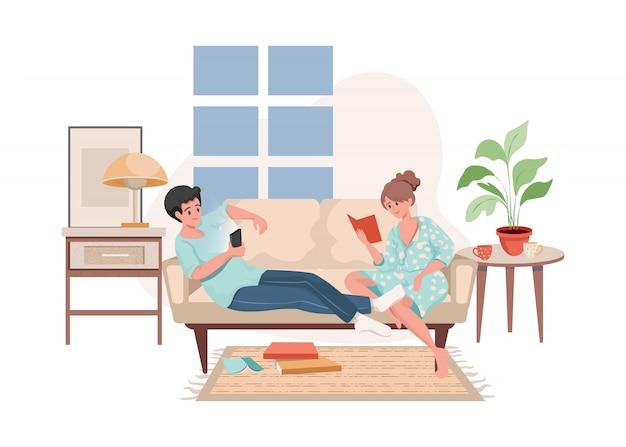 Uomo e donna seduti sul divano, navigare su internet e leggere libri illustrazione piatta.