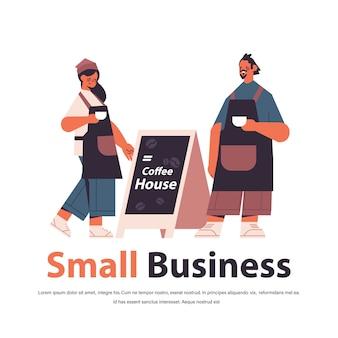 Uomo donna in uniforme che lavora in bar camerieri in grembiule che serve caffè a figura intera isolato copia spazio illustrazione vettoriale