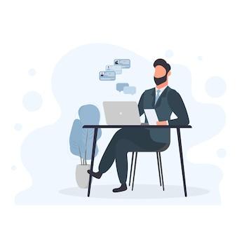 Un uomo lavora su un laptop