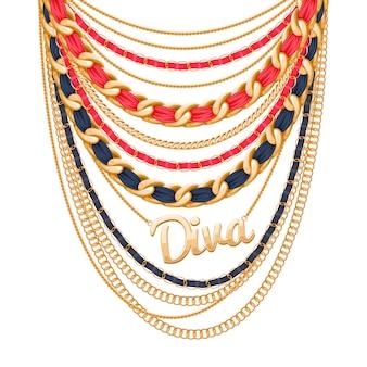 Molte catene metalliche dorate e collana di perle. nastri avvolti. ciondolo parola diva. accessorio di moda personale.