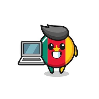 Illustrazione della mascotte del distintivo della bandiera del camerun con un laptop, design in stile carino per maglietta, adesivo, elemento logo