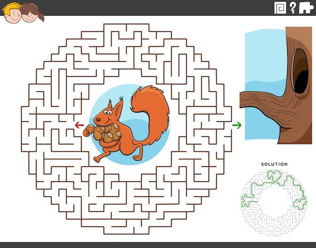 Gioco educativo labirinto con scoiattolo con accorni