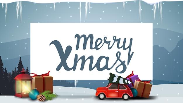 Buon natale, cartolina blu con la vecchia lanterna, auto d'epoca rossa che trasportano albero di natale, shhet di carta bianca, ghiaccioli e paesaggio invernale