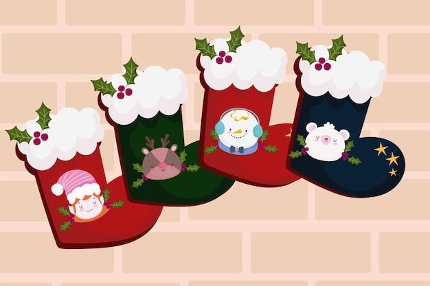 Buon natale, calzini carini con illustrazione di decorazione di bacche di agrifoglio aiutante renna pupazzo di neve