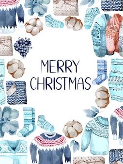 Auguri di buon natale con calze, maglioni, regalo, frutti di bosco e cotoni