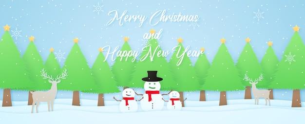 Buon natale e felice anno nuovo paesaggio invernale renne pupazzo di neve e alberi di natale sulla neve