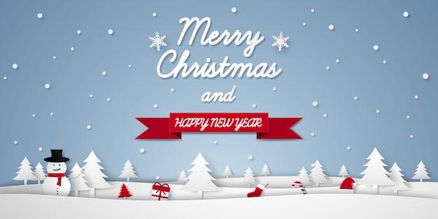 Buon natale e felice anno nuovo con paesaggio invernale e ornamenti in stile arte cartacea