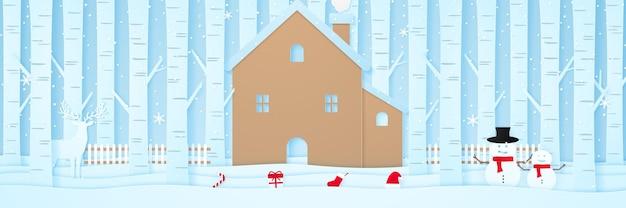 Buon natale casa con renne roba di natale recinzione alberi di pino sulla neve nel paesaggio invernale