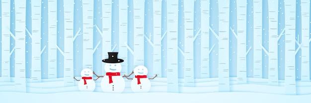 Buon natale benvenuto pupazzo di neve e pini sulla neve nel paesaggio invernale con neve che cade