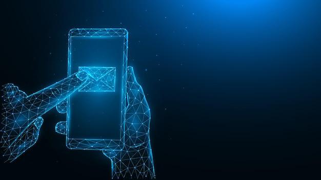 Concetto di messaggio. illustrazioni vettoriali poligonali di una mano che tiene un telefono e preme un'e-mail con il dito indice.