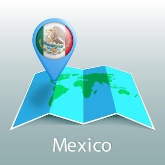 Mappa del mondo di bandiera del messico nel pin con il nome del paese su sfondo grigio