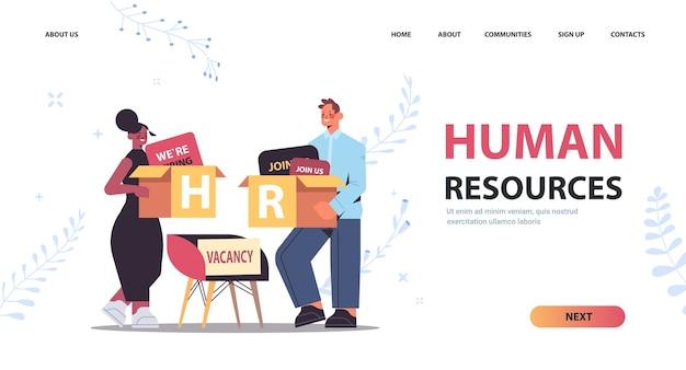 Mix gara hr manager coppia azienda scatole di cartone reclutamento risorse umane concetto di gestione dei talenti figura intera orizzontale copia spazio illustrazione vettoriale