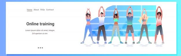 La gente della corsa della miscela che fa gli esercizi di forma fisica di yoga che prepara le donne degli uomini di concetto di stile di vita sano che risolvono insieme l'illustrazione integrale orizzontale dello spazio della copia
