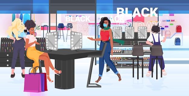 Mescolare donne di razza in maschere che scelgono cosmetici nel negozio di bellezza venerdì nero grande concetto di vendita orizzontale illustrazione vettoriale a figura intera