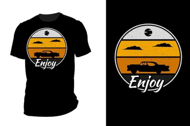 Mockup t-shirt silhouette goditi la guida retrò vintage