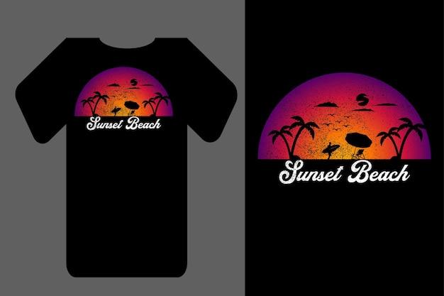 Mockup t-shirt silhouette tramonto spiaggia retrò vintage