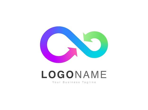 Design moderno del logo hyperloop con freccia infinity