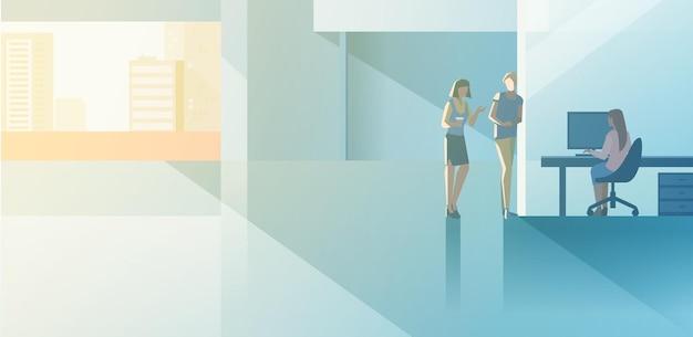 Ufficio moderno design piatto open-space interni illustrazione vettoriale. donna seduta che lavora con il computer desktop con il collega del cliente del cliente del responsabile del capo in piedi. uomini d'affari che parlano