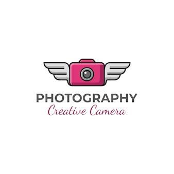 Fotocamera creativa di fotografia moderna con ali di logo design