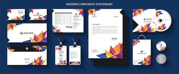 Set di cancelleria professionale moderno Vettore Premium