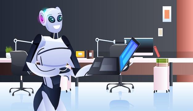 Robot moderno che utilizza un personaggio robotico portatile che lavora nel concetto di tecnologia di intelligenza artificiale dell'ufficio