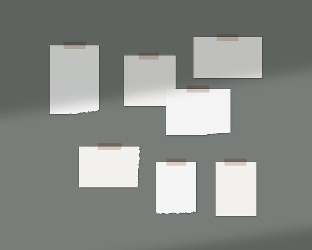 Modello di mood board. fogli vuoti di carta bianca sul muro con sovrapposizione di ombre. isolato. progettazione del modello. realistico