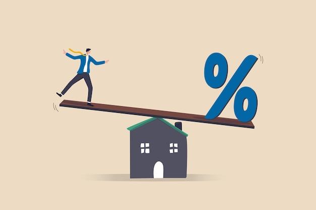 Pagamento del mutuo, tasso di interesse del mutuo per la casa o equilibrio tra reddito e debito o pagamento del prestito, concetto di rischio finanziario, uomo d'affari che cerca di bilanciarsi con la percentuale del tasso di interesse del mutuo sulla casa