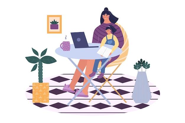 Madre che fa un lavoro freelance mentre era seduto con il suo bambino a casa. libero professionista.