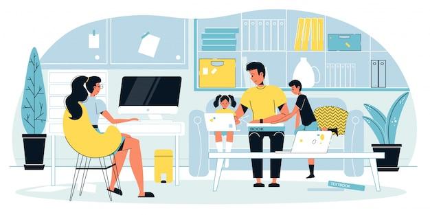 Libero professionista madre impegnato nel lavoro online a casa
