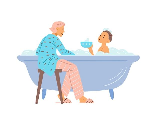 La madre lava il figlio nella vasca da bagno con schiuma di sapone nel bagno di casa