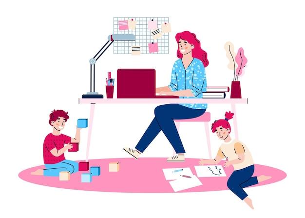 La madre lavora da casa combinando lavoro a distanza aziendale e assistenza all'infanzia genitoriale