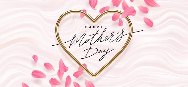 Cartolina d'auguri di giorno di madri. calligrafia in cornice dorata a forma di cuore e petali di fiori.