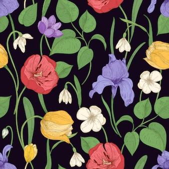 Motley seamless pattern con romantici fiori che sbocciano sul nero