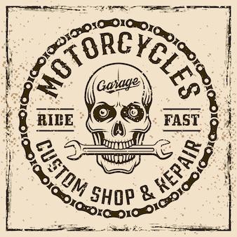 Emblema, etichetta, timbro o stampa vintage del negozio personalizzato di motociclette su sfondo grunge