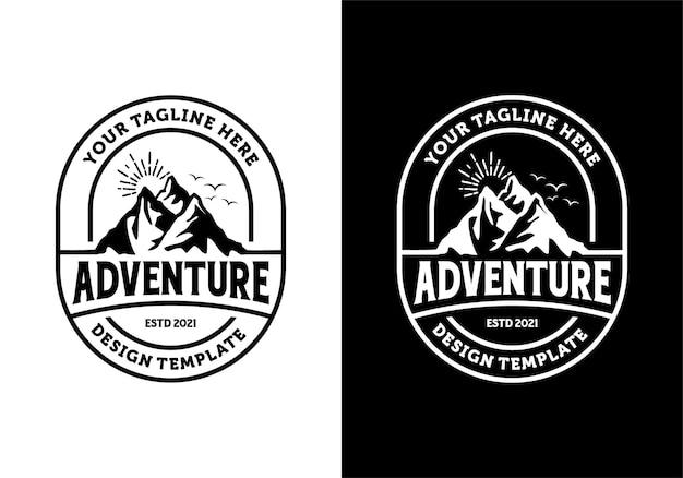 Ispirazione al modello di progettazione del logo del distintivo dell'avventura in montagna
