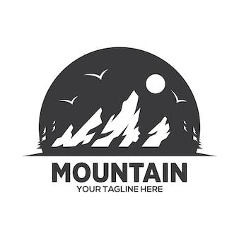 Avventura in montagna logo design Vettore Premium