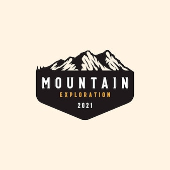 Distintivo di mountain adventure e outdoor vintage.