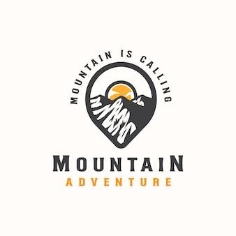 Avventura in montagna e modello di logo vintage all'aperto. stile distintivo o emblema.