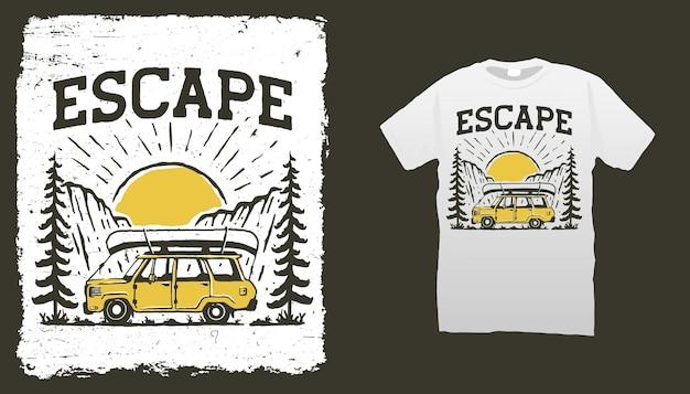 Modello di t shirt avventura in montagna