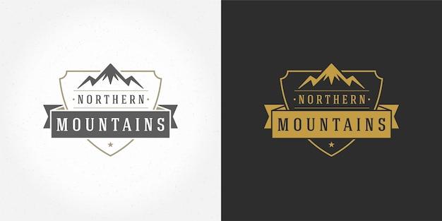 Insieme dell'illustrazione del paesaggio all'aperto dell'emblema di logo di campeggio della montagna