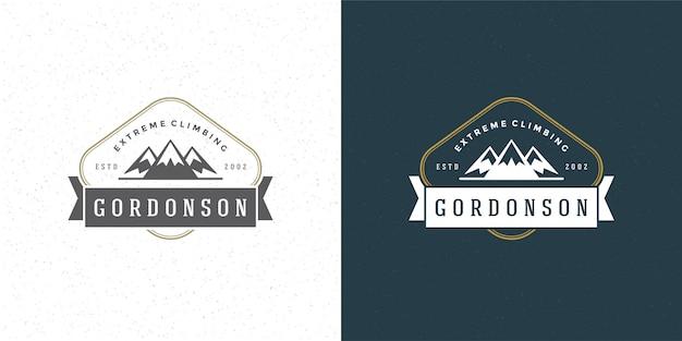 Siluetta delle colline della roccia del paesaggio all'aperto di logo di campeggio della montagna per camicia o timbro di stampa
