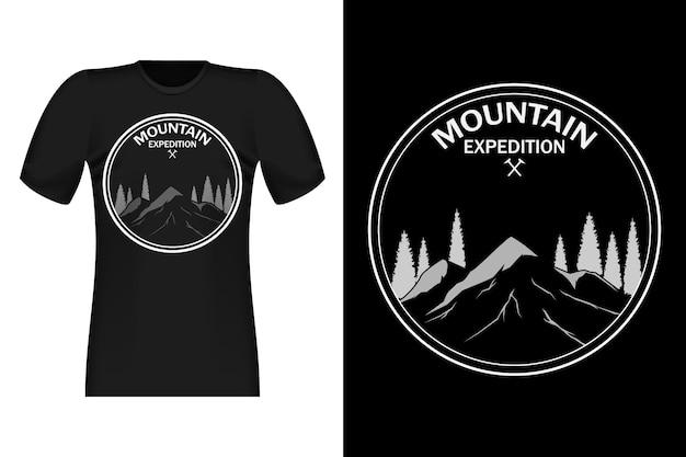 Disegno di t-shirt vintage in stile disegnato a mano di spedizione in montagna