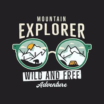 Grafica mountain explorer per t-shirt, stampe. emblema del campo disegnato a mano dell'annata. scena di viaggio invernale retrò estate, distintivo insolito. etichetta di avventura selvaggia e gratuita. vettore di riserva.