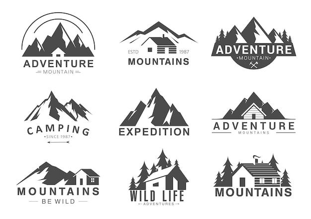 Logo della montagna. campeggio avventura turismo all'aperto, cime rocciose, vita nella natura selvaggia