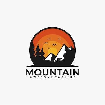 Colore piatto di vettore di progettazione di logo di montagna