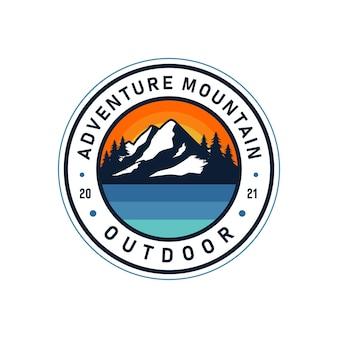 Illustrazione del logo vintage di montagna