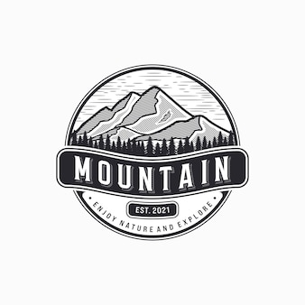 Illustrazione logo vintage montagna mountain