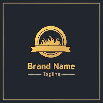 Modello di logo tradizionale d'oro di montagne